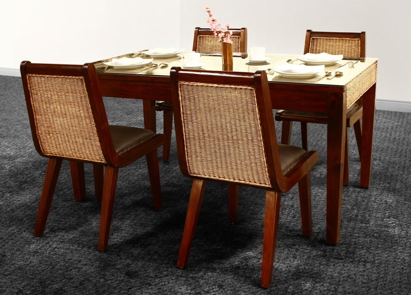 Pervo Dining Set