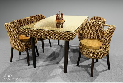 La Tulip Wicker Dining Set